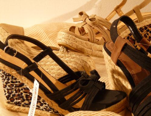 Sandalo in corda con stringhe in tessuto
