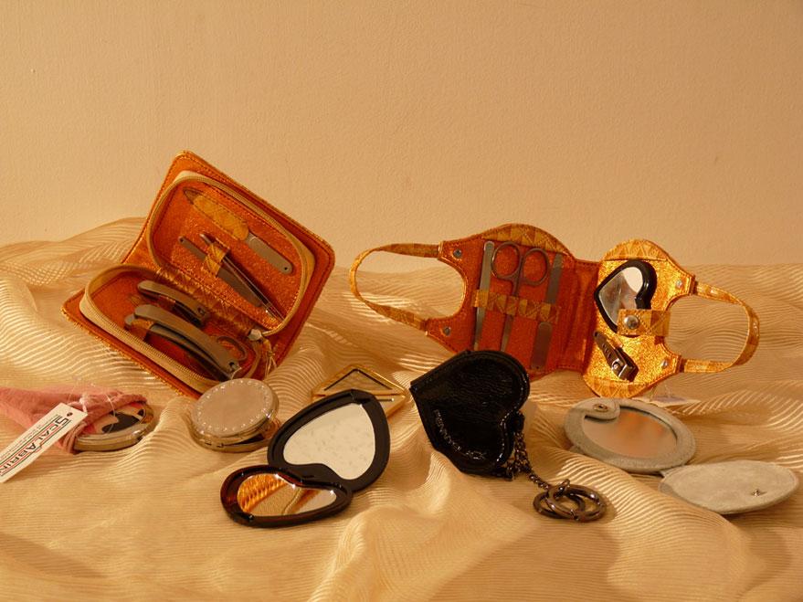 Specchietti e set manicure